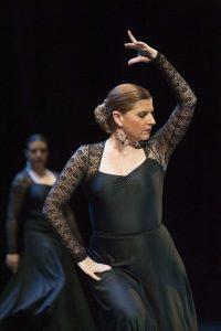 alumna de charock escuela de baile y danza interpretando una coreografía de flamenco