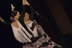 alumnas de charock realizando un baile coreografía de flamenco