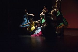 alumnos y profesores de charock realizando una coreografía de baile moderno