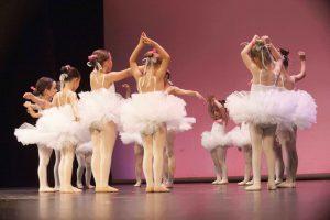 niñas en clase de predanza en la escuela de baile y danza charock