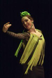 profesora de charock de flamenco realizando una actuación